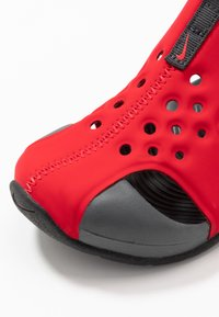 Nike Performance - SUNRAY PROTECT 2 UNISEX - Sandály do bazénu - university red/anthracite/black - 2
