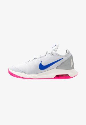 AIR MAX WILDCARD CLAY - Tenisové boty na antuku - pure platinum/racer blue/metallic platinum/pink blast/phantom