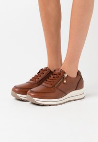Tamaris Pure Relax - LACE UP - Baskets basses - chestnut - 0
