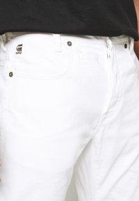 G-Star - D-STAQ 5-PKT SLIM AC - Jeansy Slim Fit - thermojust white stretch denim - white - 4