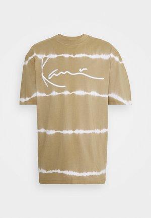 SIGNATURE TEE UNISEX - Print T-shirt - sand