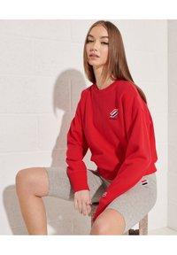 Superdry - SPORTSTYLE ESSENTIAL - Sweatshirt - risk red - 2
