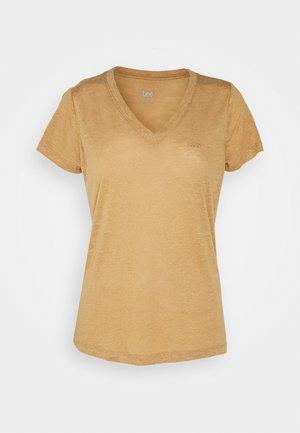 V NECK TEE - T-shirt basique - tobacco brown