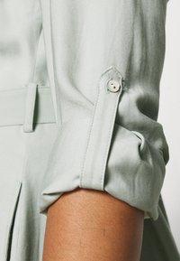 Forever New Curve - SEPS SHIRT DRESS - Košilové šaty - soft sage - 4