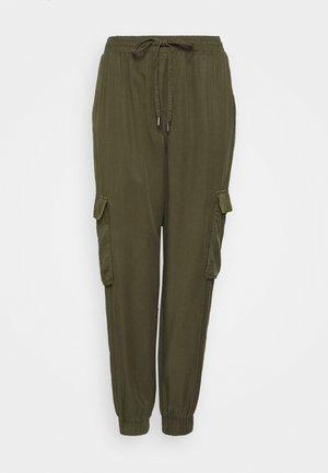 VILISTI 7/8 PANTS - Pantalon classique - forest night