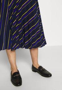 NAF NAF - LASTREET - A-snit nederdel/ A-formede nederdele - dark blue - 3