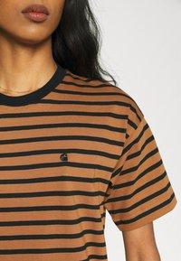 Carhartt WIP - ROBIE - Print T-shirt - robie/rum/black - 3