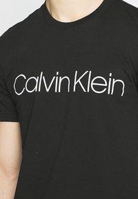 Calvin Klein - FRONT LOGO 2 PACK - Print T-shirt - black - 6