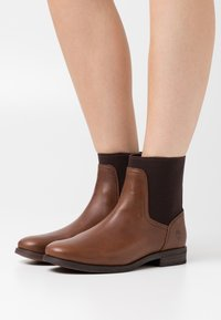 Timberland - SOMERS FALLS CHELSEA - Classic ankle boots - mid brown - 0