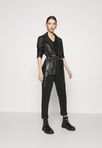 NA-KD - MOM - Jeans Tapered Fit - black - 1