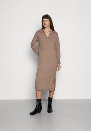 Pletené šaty - mottled brown