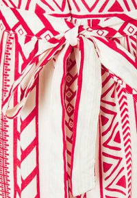 Vero Moda Petite - VMDICTHE SINGLET ANCLE DRESS VIP  - Maxi šaty - birch/dicthe/goji berry - 2
