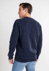 Timberland - BOOT LOGO CREW NECK - Sweatshirt - dark sapphire - 2