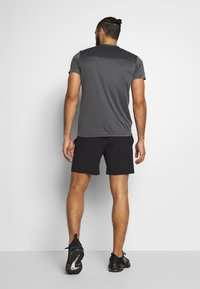 Jack & Jones Performance - JCOZWOVEN - Pantalón corto de deporte - black - 2