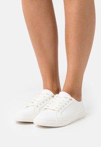 Marks & Spencer London - Sneakersy niskie - white - 0