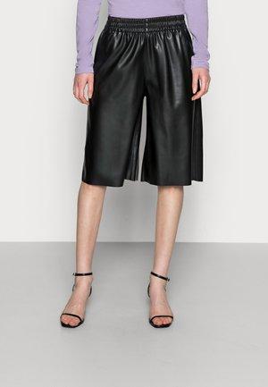 BRONX - Shorts - black