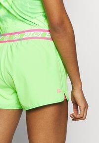 BIDI BADU - RAVEN TECH SHORTS - Sportovní kraťasy - neon green/pink - 3