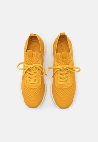 Tamaris Fashletics - Sneakers laag - yellow - 4