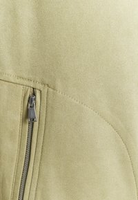 CAPSULE by Simply Be - WATERFALL JACKET WITH PANEL SLEEVES - Short coat - olive - 2