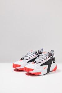 Nike Sportswear - ZOOM  - Sneakers - white/infrared 23/wolf grey/black - 2