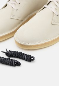 Clarks Originals - DESERT COAL - Casual lace-ups - offwhite - 5