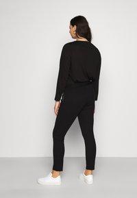 Vero Moda Curve - VMTAVA  - Leggings - Trousers - black - 2
