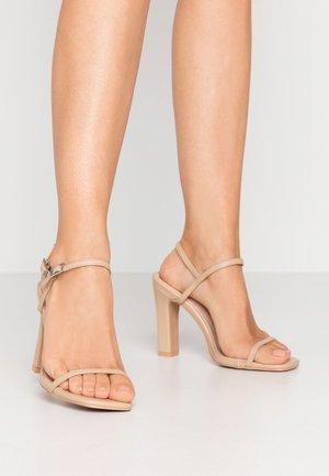 WIDE FIT SILVINA - Sandaler med høye hæler - nude