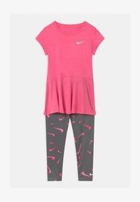 Nike Sportswear - SET - Leggings - smoke grey - 0