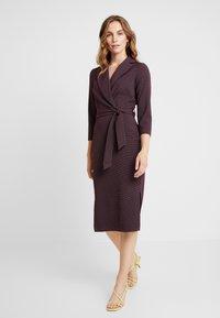 Closet - CLOSET 3/4 SLEEVE PENCIL DRESS - Robe d'été - maroon - 0