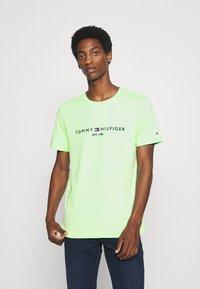 Tommy Hilfiger - LOGO TEE - T-shirt imprimé - green - 0