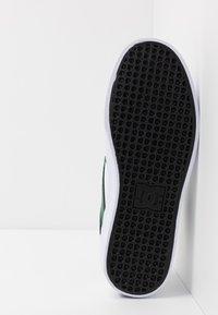 DC Shoes - KALIS VULC - Skate shoes - white/red - 4