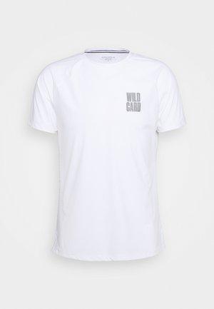 TREVON TEE - T-shirt med print - brilliant white