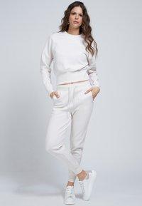 Guess - Sweatshirt - creme - 0