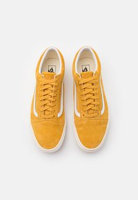 Vans - OLD SKOOL UNISEX  - Sneakersy niskie - honey gold/true white - 3