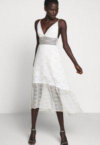 Allen Schwartz - BELLA DEEP V DRESS - Vestito elegante - vintage vanilla - 6