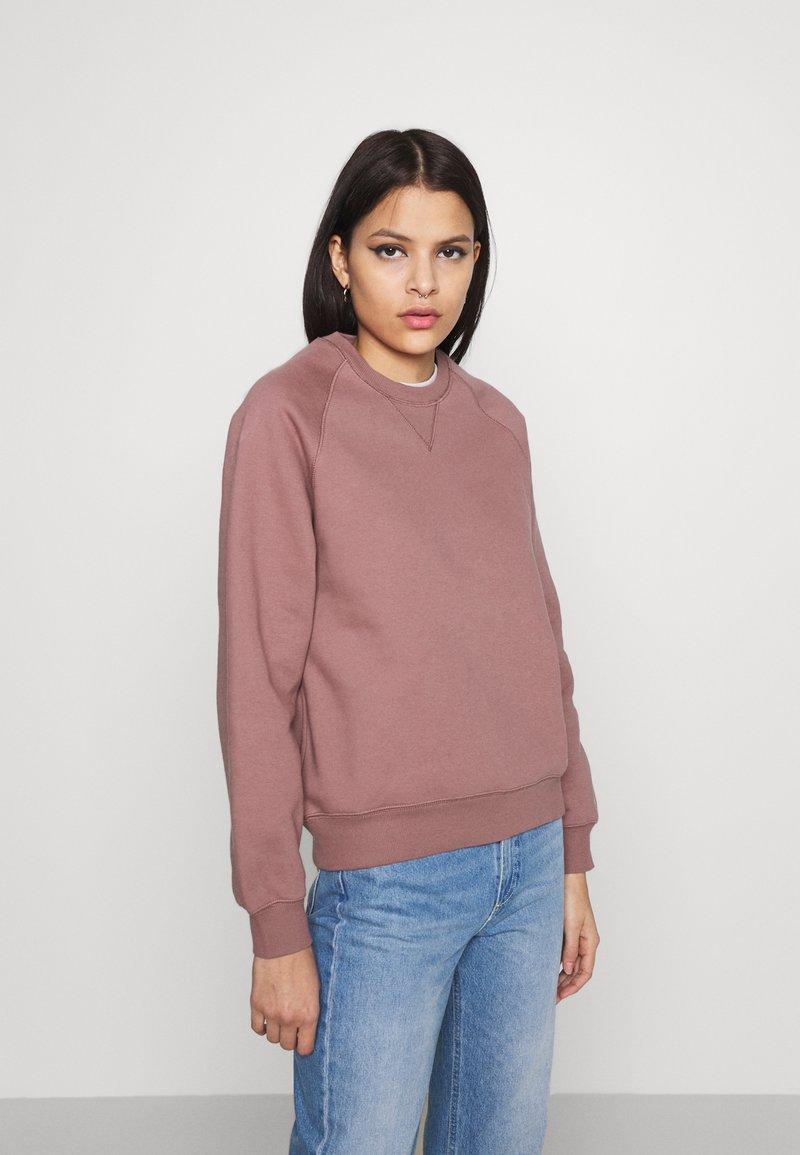 Carhartt WIP - CHASE - Sweatshirt - malaga/gold