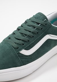 Vans - COMFYCUSH OLD SKOOL - Trainers - trekking green/true white - 6