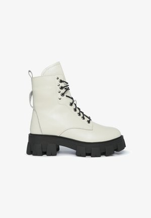 Plateaustiefel - off white