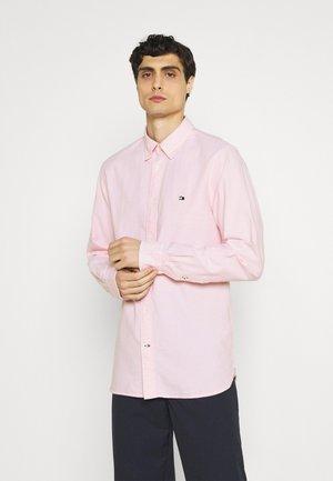 CLASSIC OXFORD - Formální košile - classic pink
