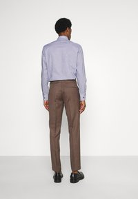 Isaac Dewhirst - PLAIN SUIT - Kostym - brown - 4