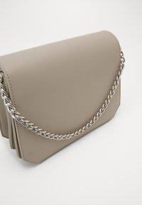 Pieces - PCGLAM CROSS BODY D2D - Handbag - whitecap gray - 2