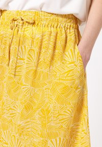 zero - MIT PRINT - A-line skirt - yellow curry - 3