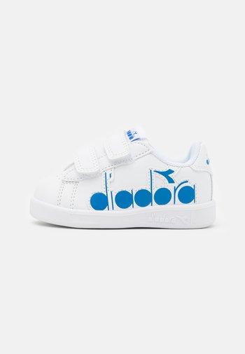 GAME BOLDER UNISEX - Sports shoes - white/micro blue