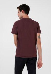 Scalpers - STITCH  - T-shirt print - burgundy - 2