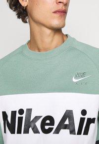 Nike Sportswear - AIR - Mikina - silver pine/black/white - 4