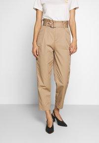 Marc O'Polo DENIM - PANTS - Pantalon classique - vintage beige - 0