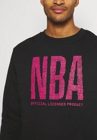 Nike Performance - NBA TEAM  WASH PACK CREWNECK - Sweatshirt - black - 4