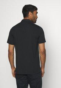 Nike Golf - DRY PLAYER STRIPE - Funkční triko - black/sail/sky grey/silver - 2