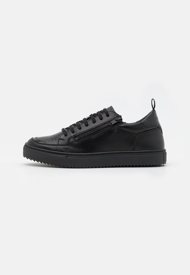 ROW LACE UP WITH METAL ZIP OPENING  - Trainers - black