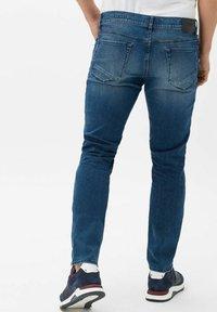 BRAX - STYLE CHUCK - Slim fit jeans - vintage blue used - 2
